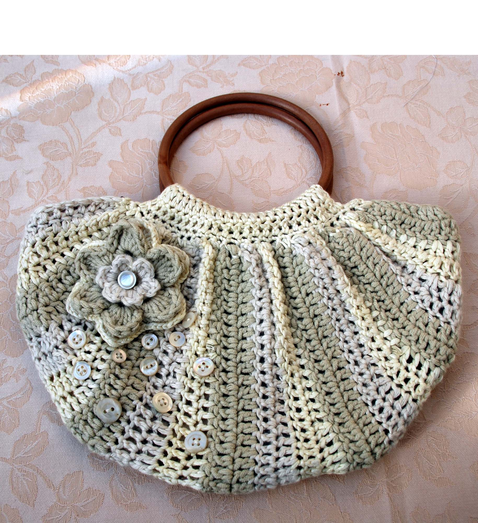 Crocheted Handbag : Pretty crochet bag with silk and pearl buttons